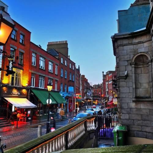 Calle típica del centro de Dublín